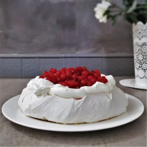 Torta Pavlova ai Ribes e Cioccolato bianco